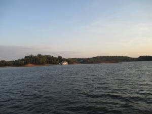 Houseboat on Rough River Lake