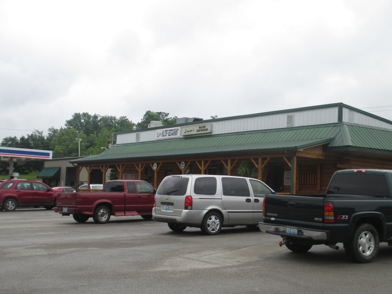 Laura's Hilltop Restaurant in Brownsville, Kentucky