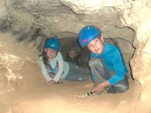 A crawling tour of Saltpetre Cave