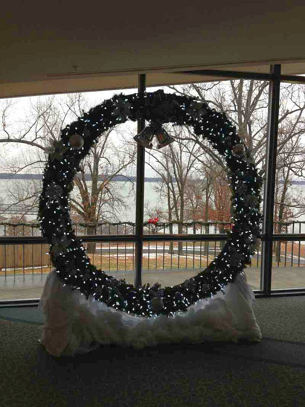 Kentucky Dam Village Christmas Wreath